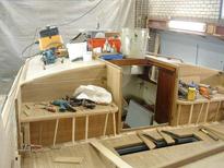 Betimmering van uw zeilboot, motorboot Jachtbetimmering Jachtbetimmering zorgt voor de sfeer en uitstraling van uw boot. Wij werken samen met vakmensen die het traditionele handwerk tot in de puntjes verstaan. Wij helpen u graag met het onderhoud, reparatie van het houtwerk van uw boot. Bel of mail voor de mogelijkheden.